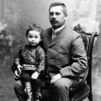 Отто Струве на руках у отца Людвига Струве, 1903 год