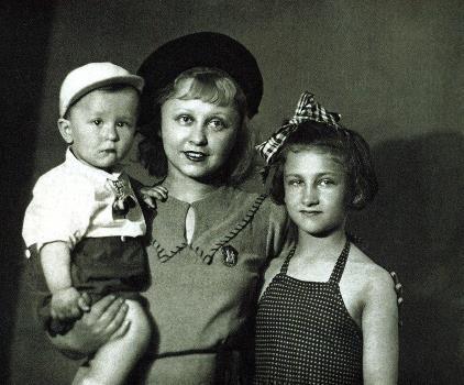 Янина Жеймо с детьми