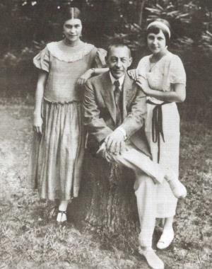 Сергей Рахманинов с дочерьми Ириной (слева) и Татьяной
