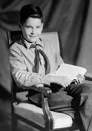Пионер Эльдар Рязанов в детстве