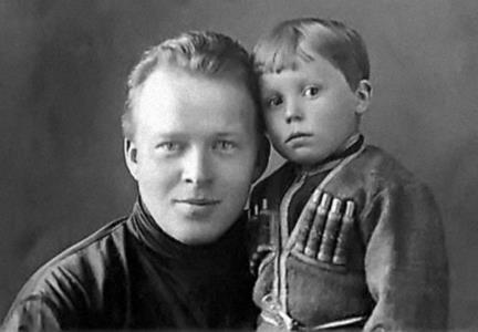 Гайдар Аркадий Петрович с сыном Тимуром