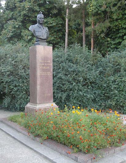 Могила Гайдара Аркадия Петровича в г. Канев (Украина)