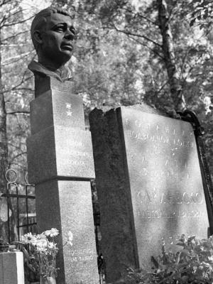 Могила героя-подводника Александра Маринеско