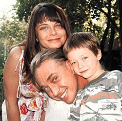 Сергей Глушко с супругой и сыном Архипом