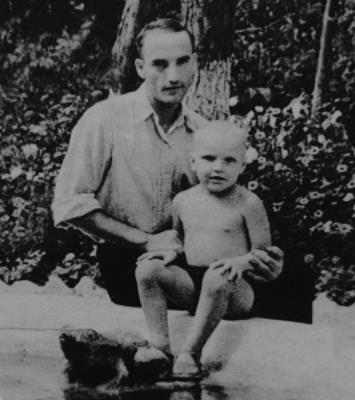 Александр Кайдановский в детстве с отцом