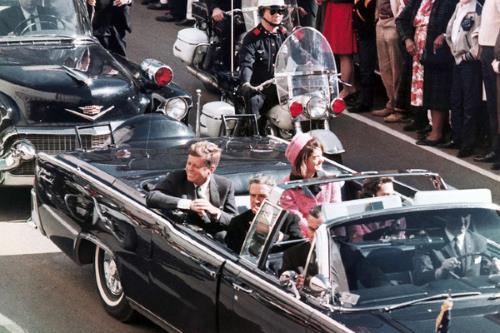 За несколько секунд до гибели президента Джона Кеннеди