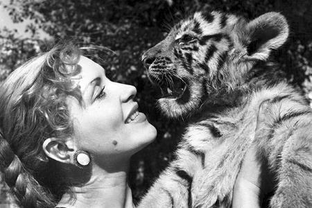 Маргарита Назарова с двухмесячным тигренком