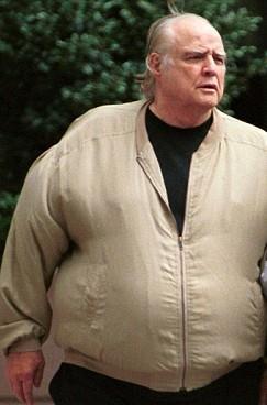 В последние годы жизни актер Марлон Брандо страдал от депрессии и сильно набрал вес. 2003 г.