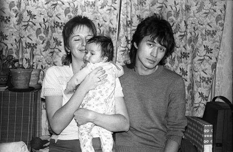 Виктор Цой с женой Марианной и сыном Александром