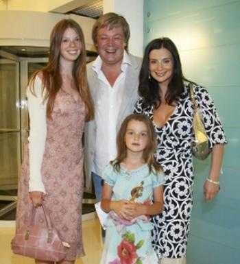 Екатерина Стриженова с мужем и детьми