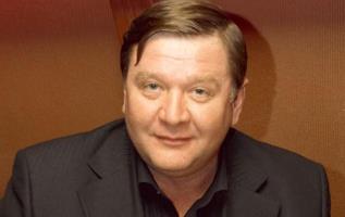 Роман Мадянов - биография, личная жизнь, фото актера: Самый обаятельный