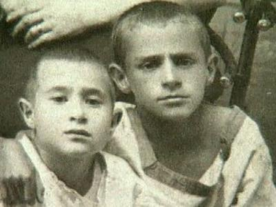 Зиновий Гердт в детстве с братом. На фото справа