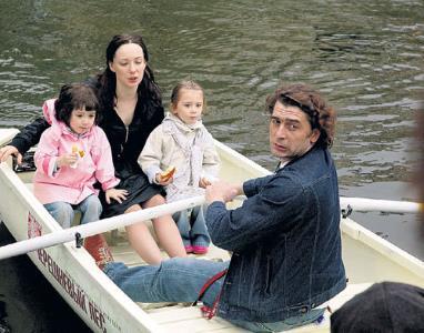 Чулпан Хаматова с мужем и детьми