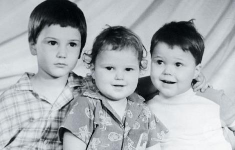 Данила Козловский c братьями Егором и Иваном. (Данила справа)