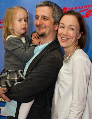 Дарья Мороз с мужем и дочкой