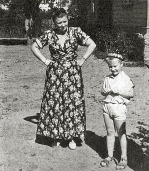 Андрей Миронов с мамой Марией Владимировной. 1947 г.