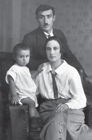 Отец Аркадий Григорьевич, мать Лидия Ивановна с маленьким Эдиком, 1926 г.