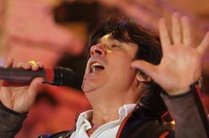 Александр Серов - биография, фото, личная жизнь певца