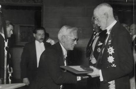 Флеминг получает Нобелевскую премию. 1945 г.