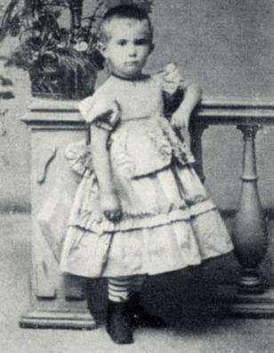 Оля Книппер в детстве