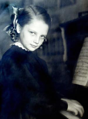 Наташа Кустинская в детстве