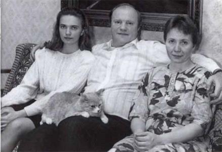 Геннадий Зюганов с супругой Надеждой Васильевной и дочерью Татьяной.