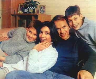 Алексей Гуськов и Лидия Вележева с сыновьями