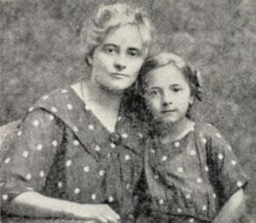 Ольга Бельская стала для Симона Петлюры любовью всей жизни. С дочкой Лесей.