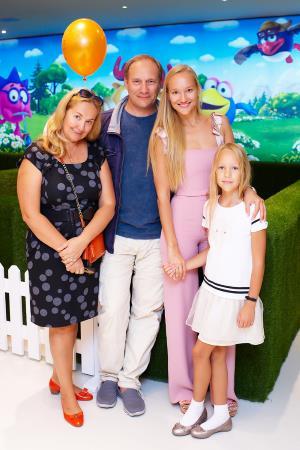 Евгений Сидихин с семьей