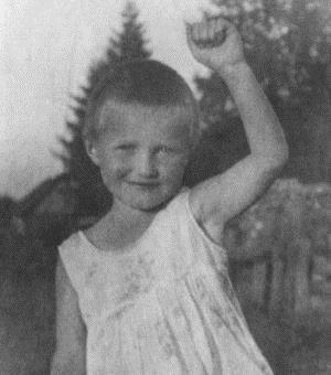 Оля Берггольц в детстве