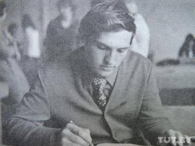 Александр Лукашенко на 3-м курсе Могилевского педагогического института.