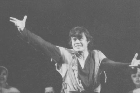 Николай Караченцов на сцене театра Ленком.