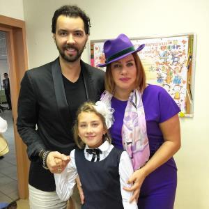 Денис Клявер с Евой Польной и дочкой Эвелин.