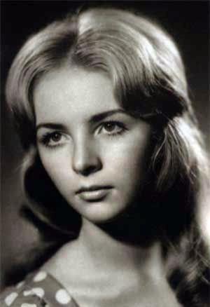 Красивая и стройная в юности Людмила мечтала стать актрисой