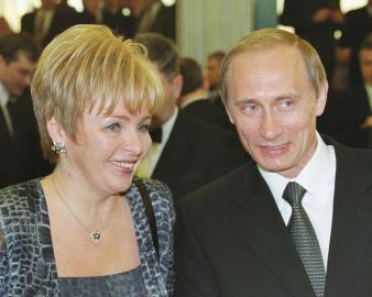Людмила Александровна с Владимиром Путиным 2000 г.