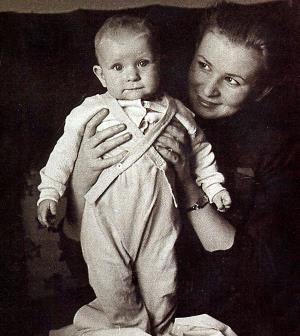 Валентина Серова с сыном