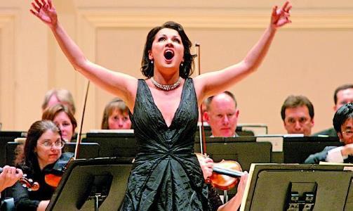 Анна Нетребко на сцене театра