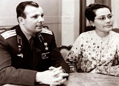 Юрий Гагарин с женой Валентиной Горячевой