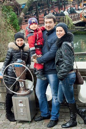 Анна Ковальчук с мужем Олегом и детьми