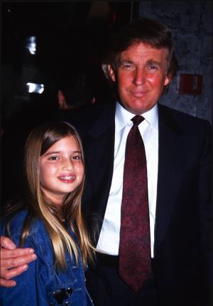 Иванка Трамп в детстве с отцом Дональдом.