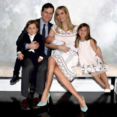 Иванка Трамп и Джаред Кушнер с детьми.