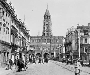 Сухарева башня. В 1934 году по приказу сталинского правительства Сухарева башня была снесена