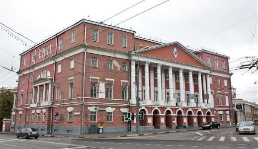Усадьба А.И. Мусина-Пушкина в Москве. На фасаде сохранилась та самая «гробовая» доска колдуна Брюса, на которой накануне больших несчастий якобы проступают красные пятна