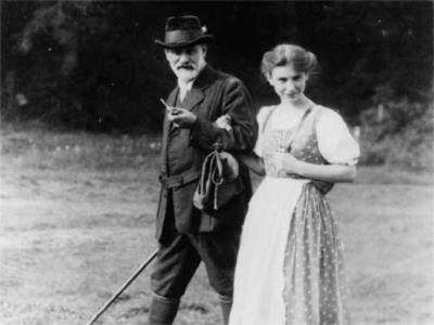 Дело Зигмунда Фрейда продолжила только младшая дочь Анна.