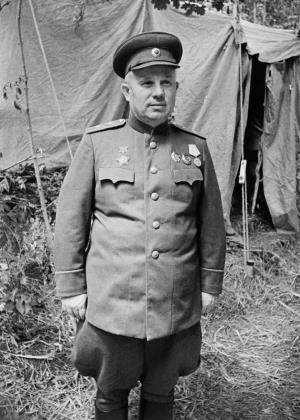 Генерал-лейтенант Никита Хрущев