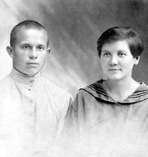 Юный Никита Сергеевич Хрущев со своей первой женой Ефросиньей