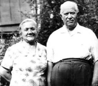 Никита Хрущев с супругой Ниной Кухарчук