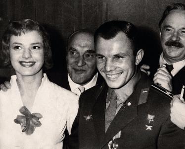 Юлия Борисова на встрече с Юрием Гагариным