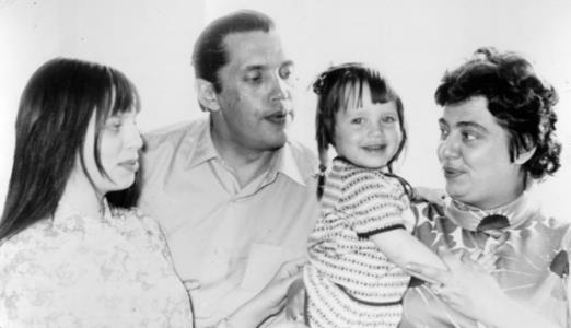 Роберт Рождественский с семьей