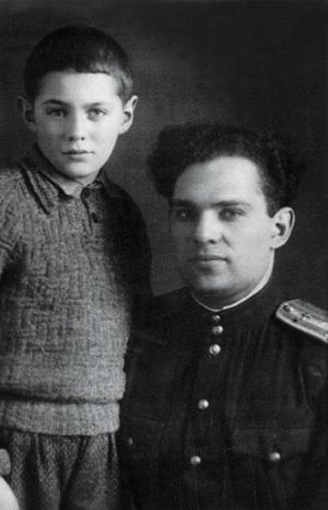 Леонид Рошаль в детстве с отцом